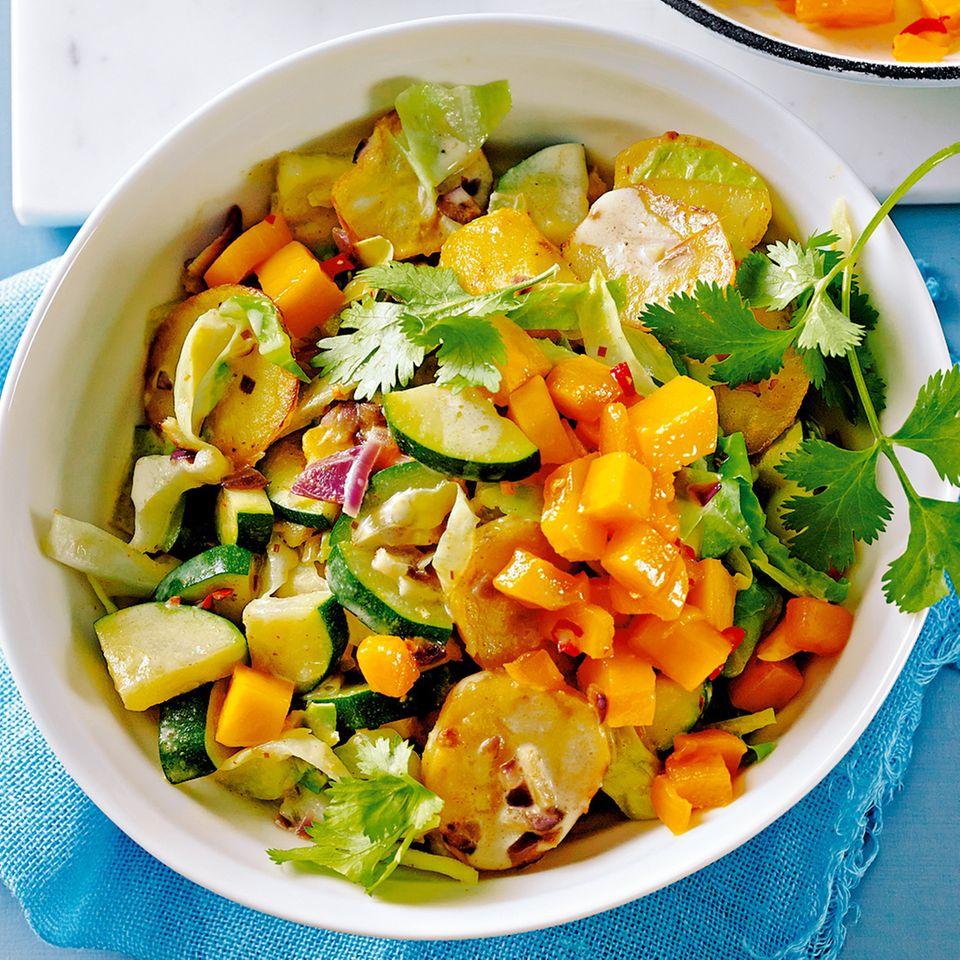 Spitzkohl-Curry mit gebratener Mango
