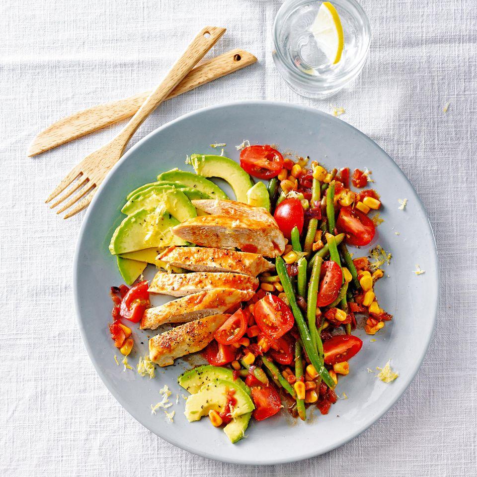 Gesunde Rezepte zum Abnehmen: Hähnchen-Avocado-Tagliata