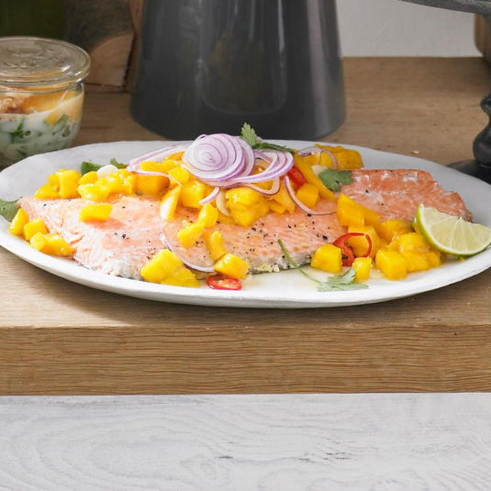 Kalter Lachs mit Mangosalat