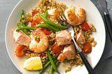 Reispfanne mit Lachs und Garnelen