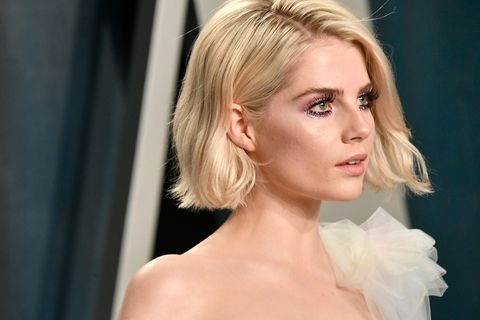 Schauspielerin Lucy Boynton betritt die Vanity Fair Oscar Party 2020.