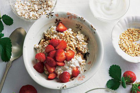 Kalorienarmes Frühstück unter 300 Kalorien: Erdbeer-Müsli