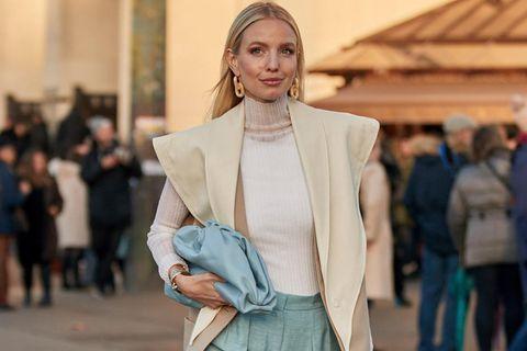 Leonie Hanne auf der Pariser Fashion Week
