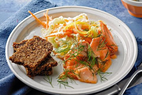 Coleslaw mit Dill-Lachs