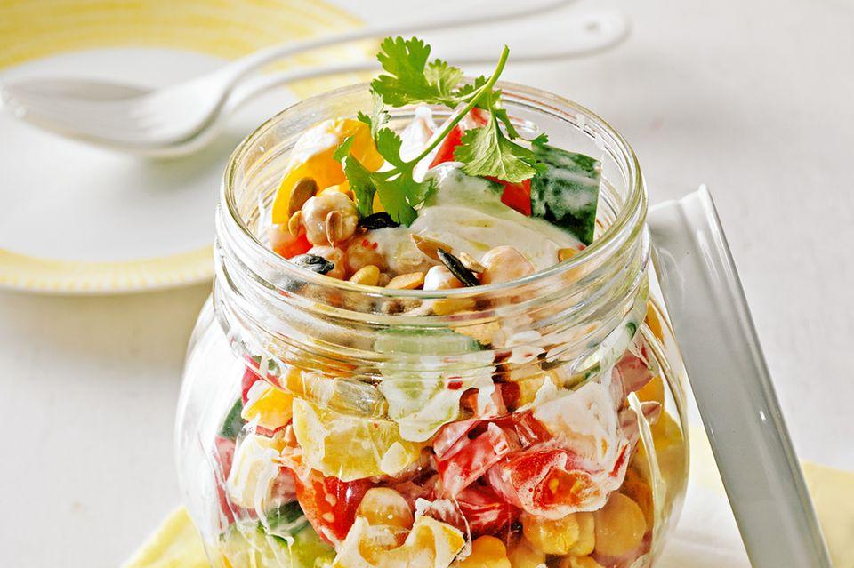 Indischer Salat mit Würzjoghurt