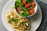 Gebratener Harissa-Tofu mit Spinatsalat