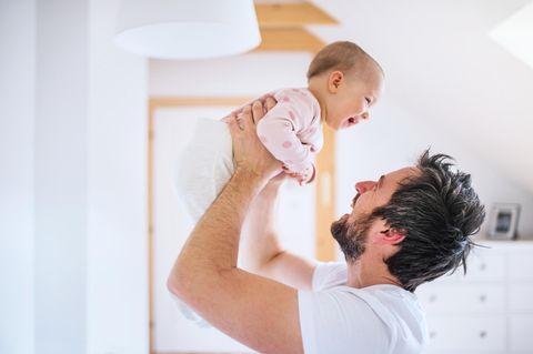 Väter Gebote: Vater mit Baby