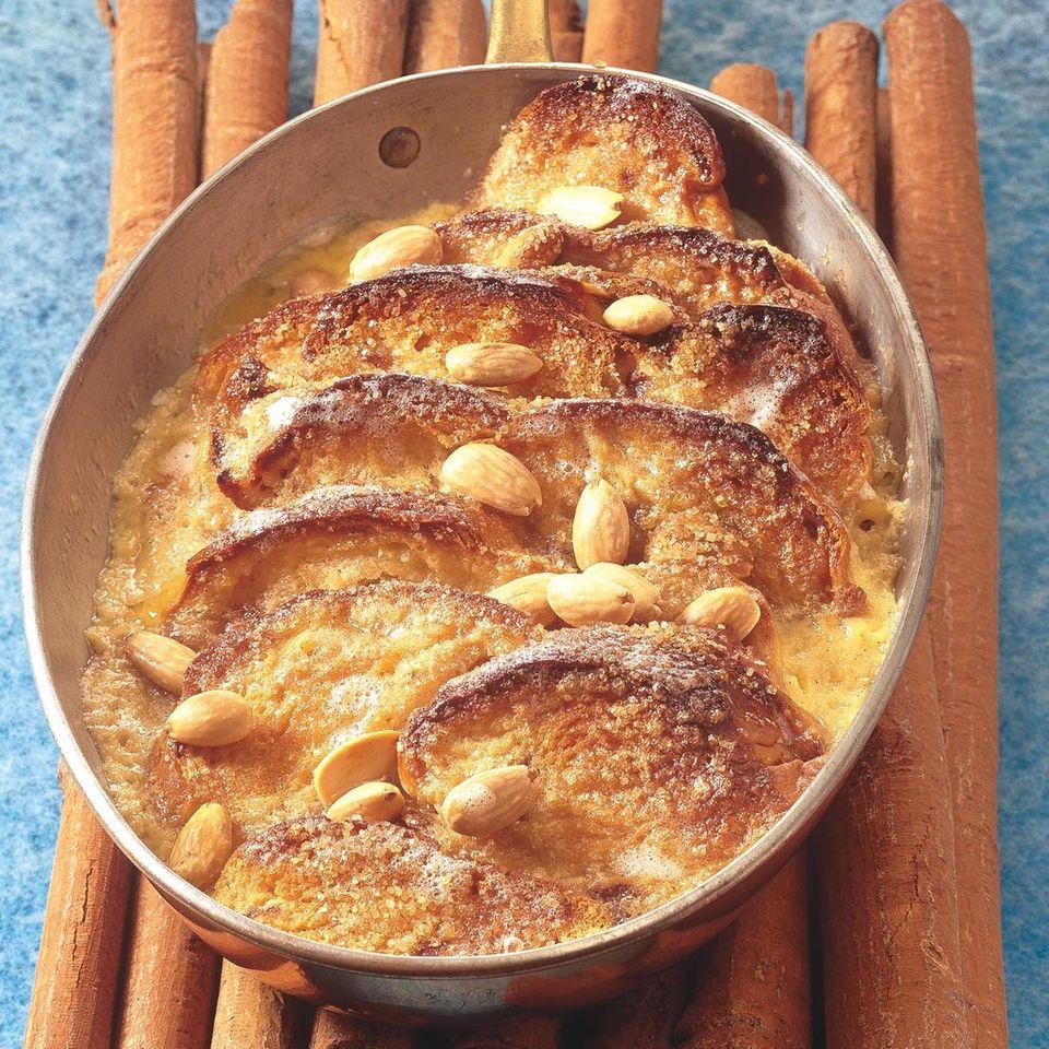 Brioche-Auflauf mit Mandeln und Vanille