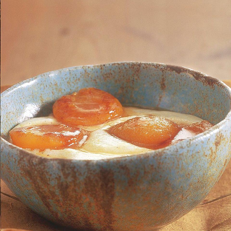 Grießpudding mit Likör-Aprikosen