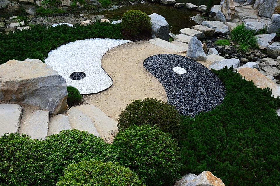 Feng Shui im Garten: Garten mit einem Yin Yang Symbol