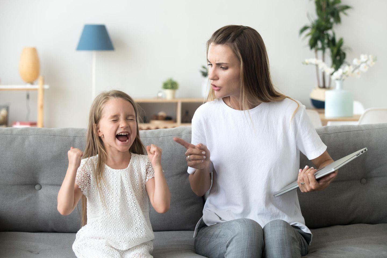 Erziehung: Konfliktsituation zwischen Mutter und Tochter