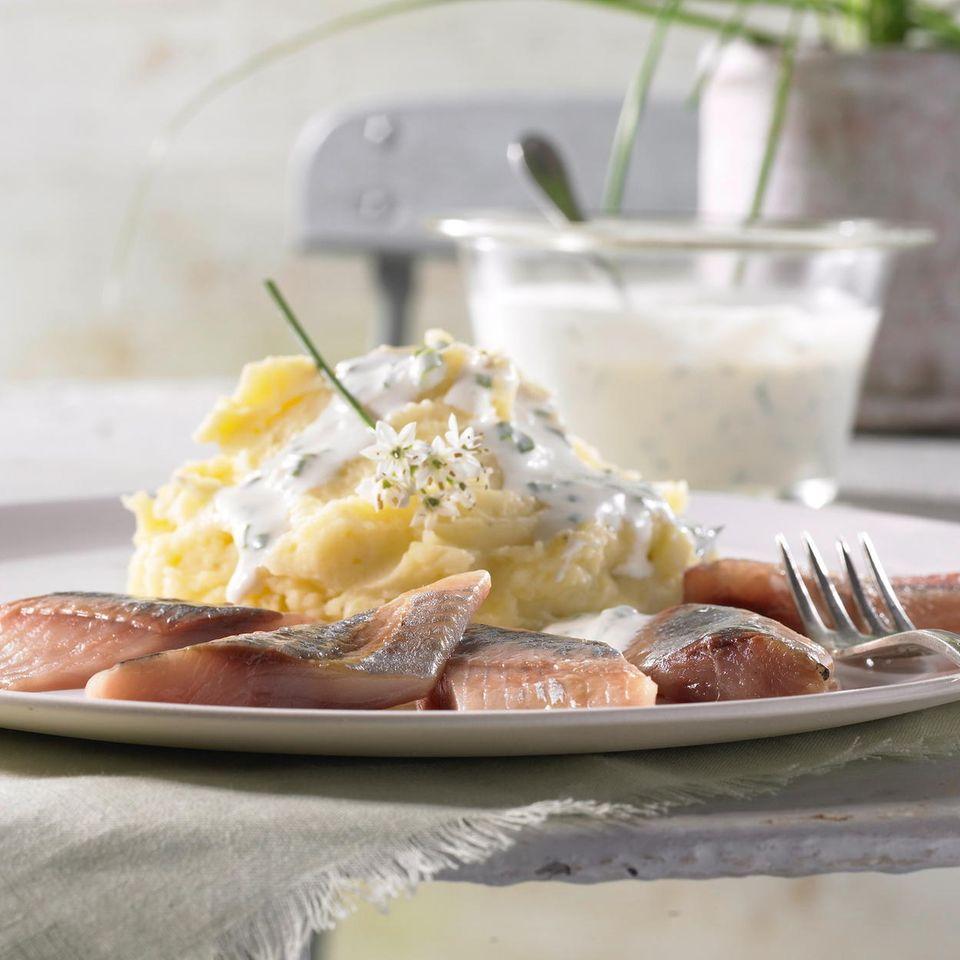 Kartoffelpüree mit Matjes und Knoblauch-Creme