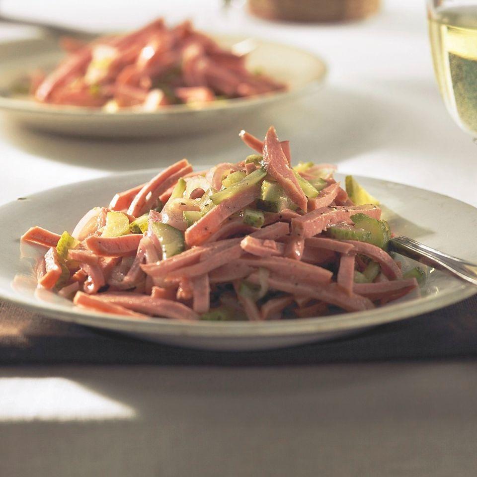 Wurstsalat mit Gewürzgurken