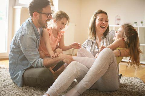 Familienleben: Familie hat zusammen Spaß