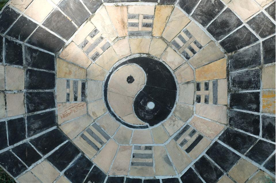 feng shui garten: yin yang symbol