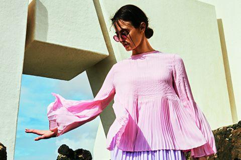 Pastellfarbene Mode: Oberteil zu Faltenrock
