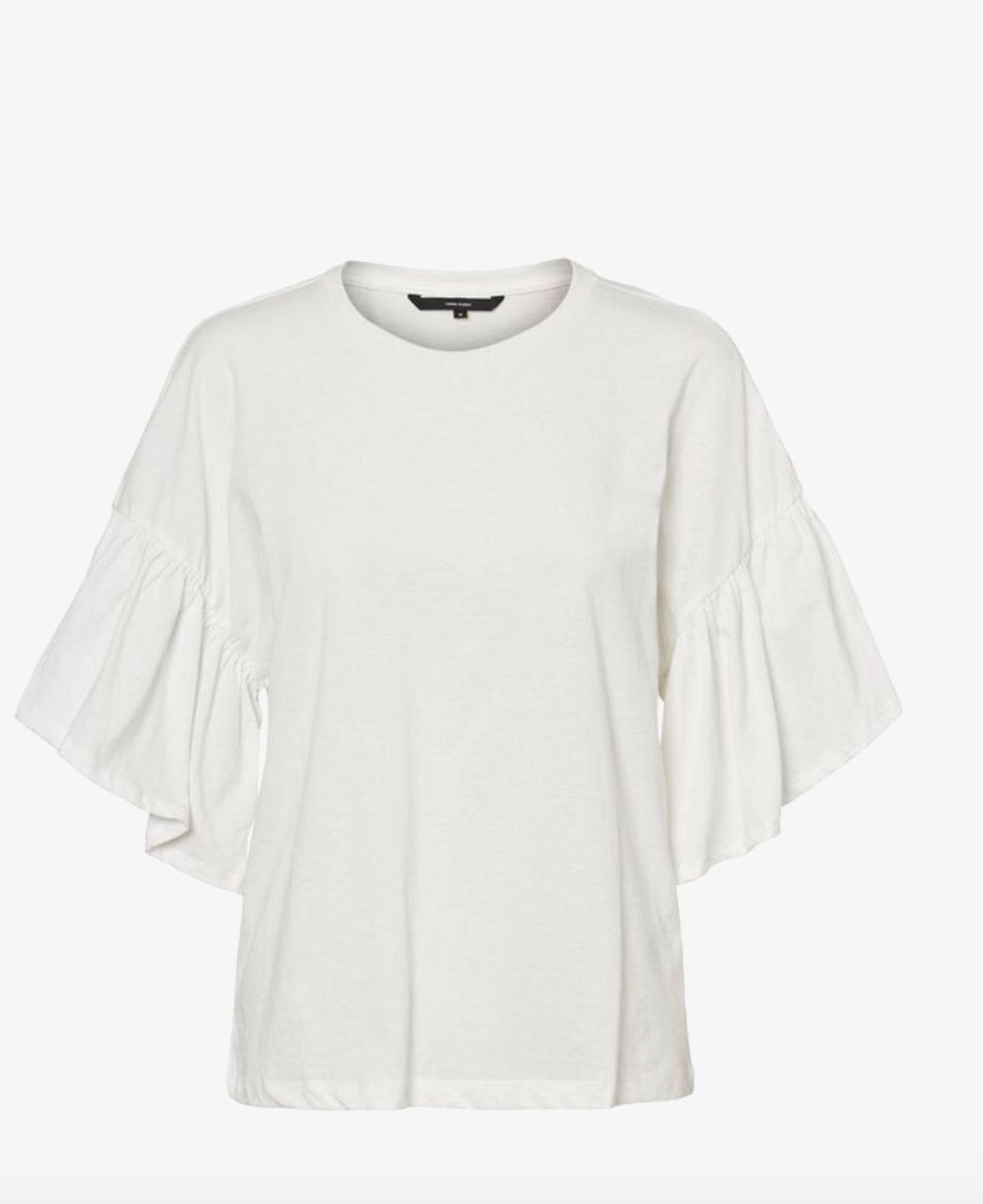 Man nehme einen lockeren Fit und füge noch ein paar Volants hinzu – et volià, fertig ist die neue Trend-Version des weißen Basic-Shirts. Hach, wenn doch alles bloß so einfach wäre. Von Vero Moda, um 12 Euro.