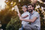 Weniger Worte, mehr Kitzeleinheiten: Vater und Sohn spielen Baseball
