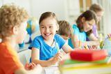 Günstig lernen: Schulkinder im Klassenraum