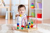 Elternzeit: Kind spielt