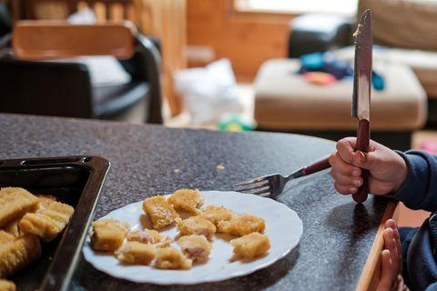 Fischstäbchen im Öko-Test: Fischstäbchen auf Teller