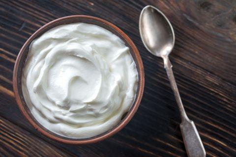 Crème-fraîche-Ersatz: Crème fraîche in einer Schüssel