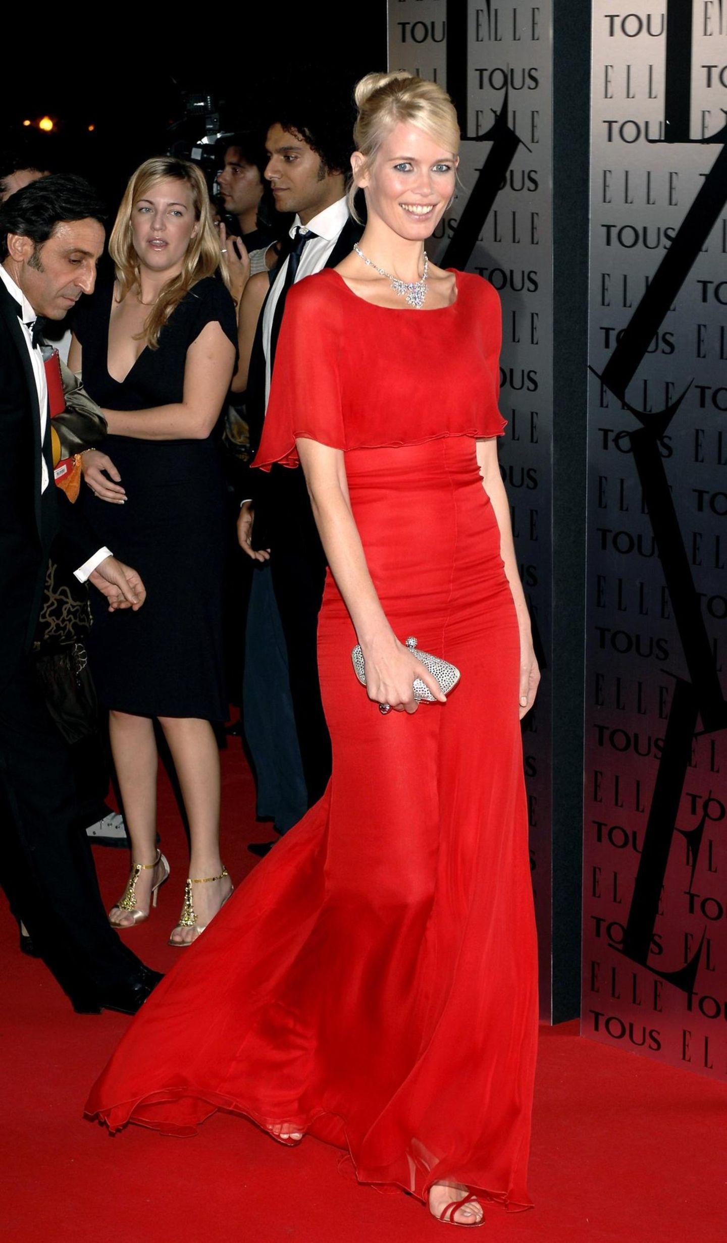 Claudia Schiffer: im roten Kleid