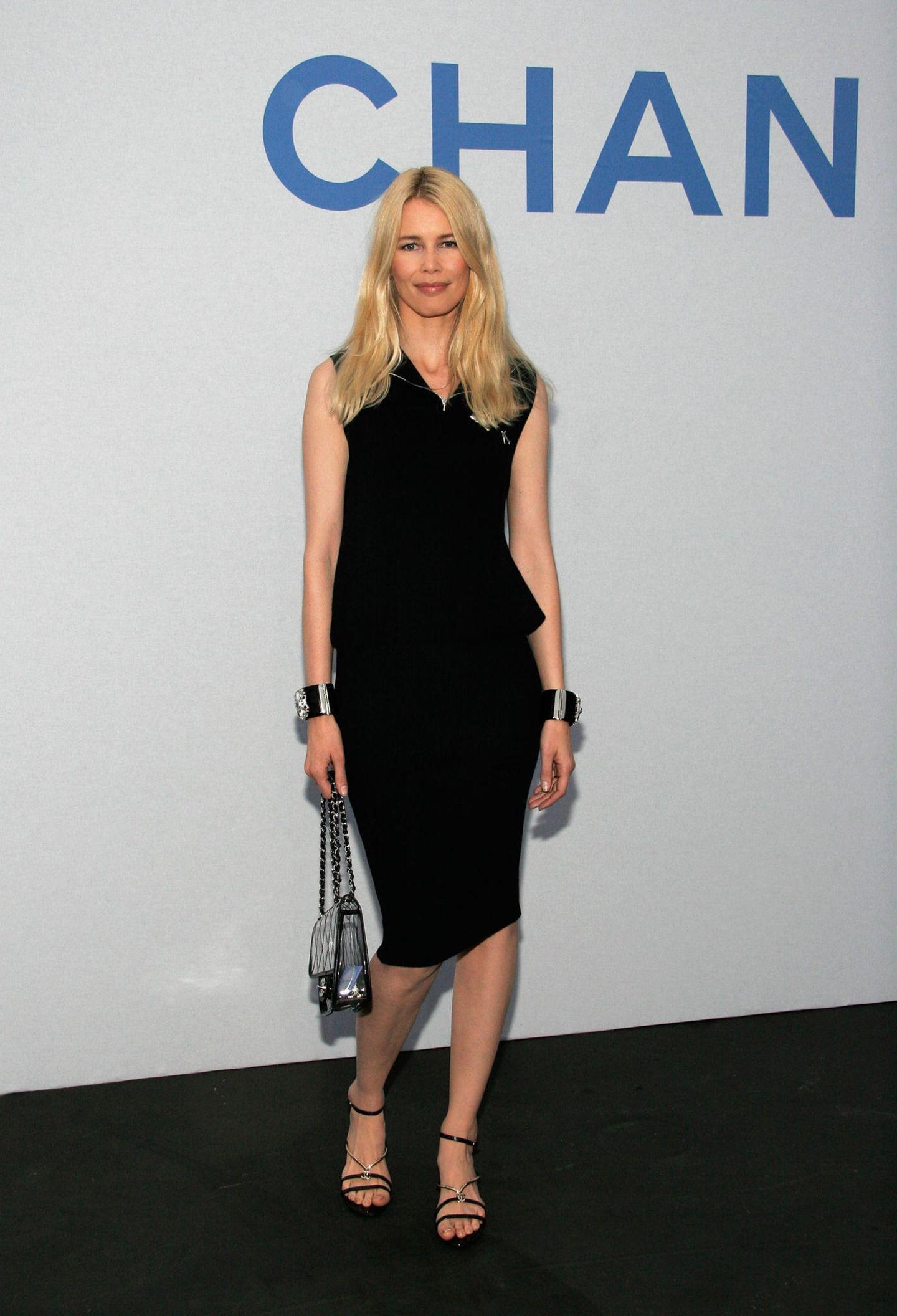 Claudia Schiffer: im kleinen Schwarzen