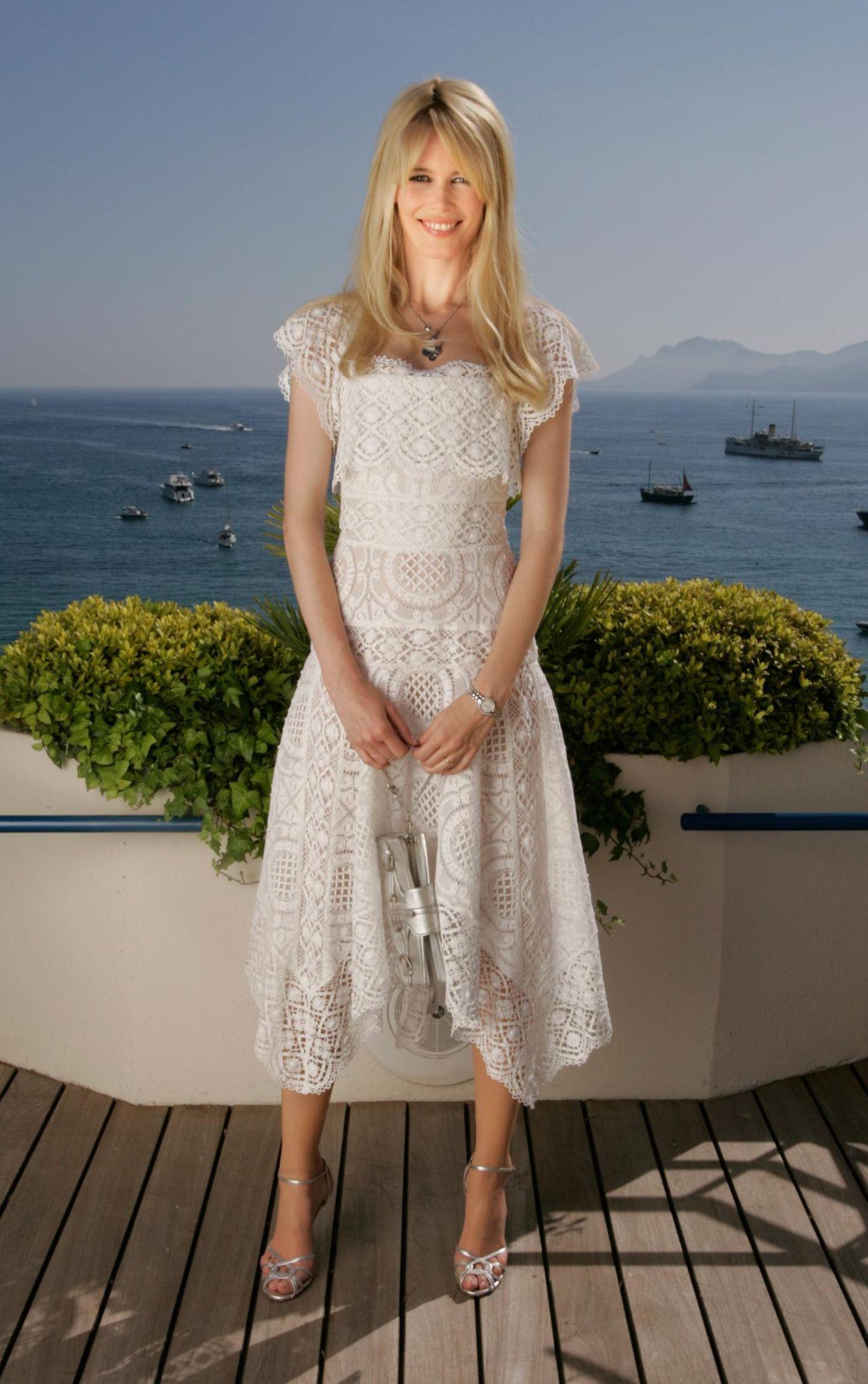 Claudia Schiffer: ganz in Weiß