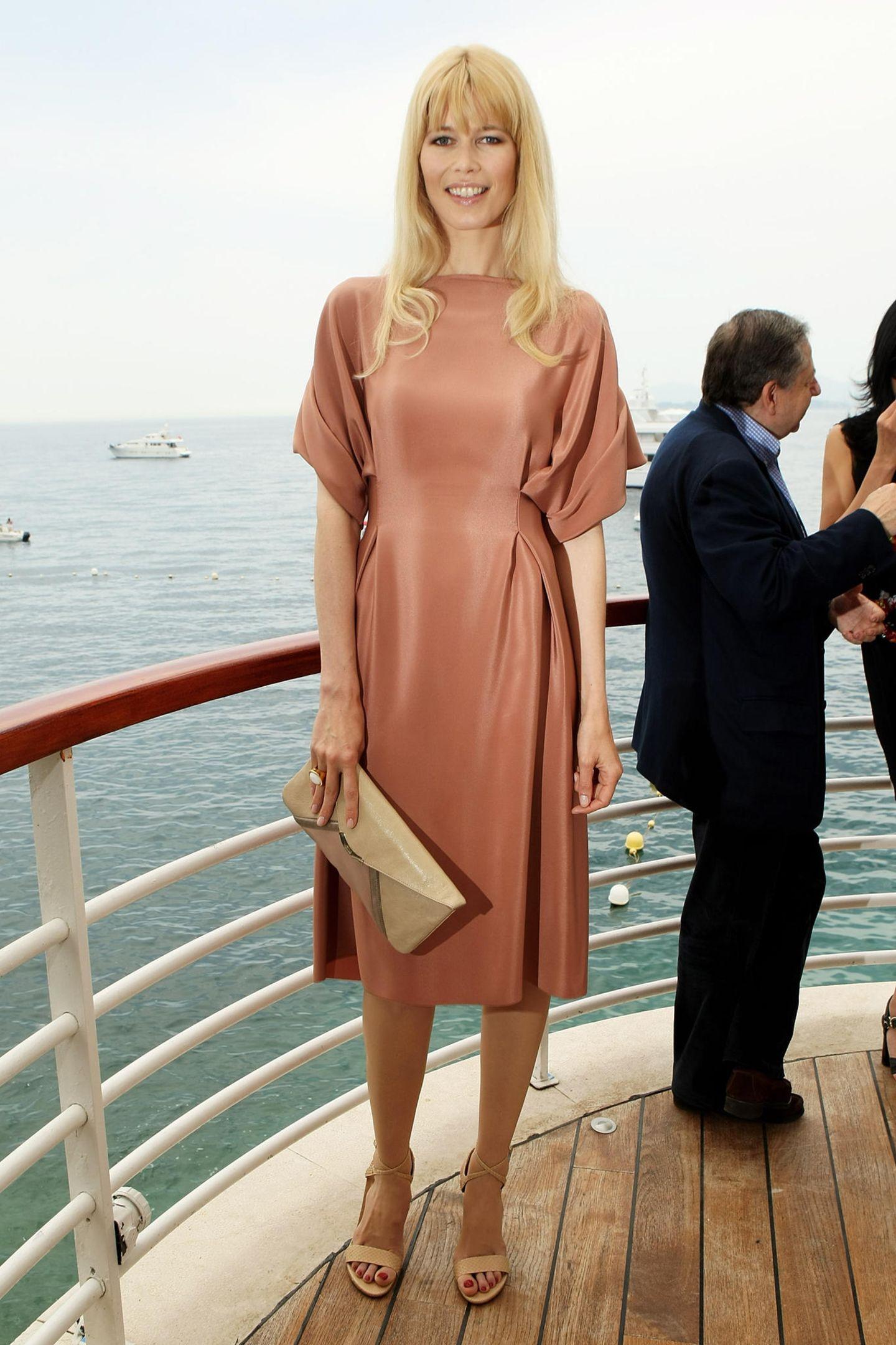 Claudia Schiffer: im Sommerkleid