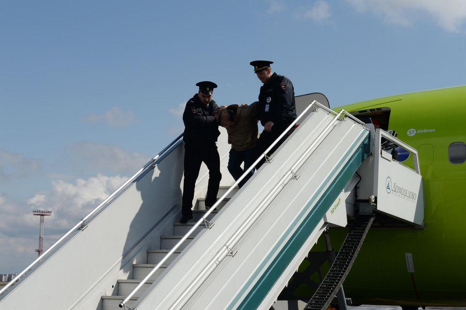 Maskenverweigerer randaliert im Flugzeug