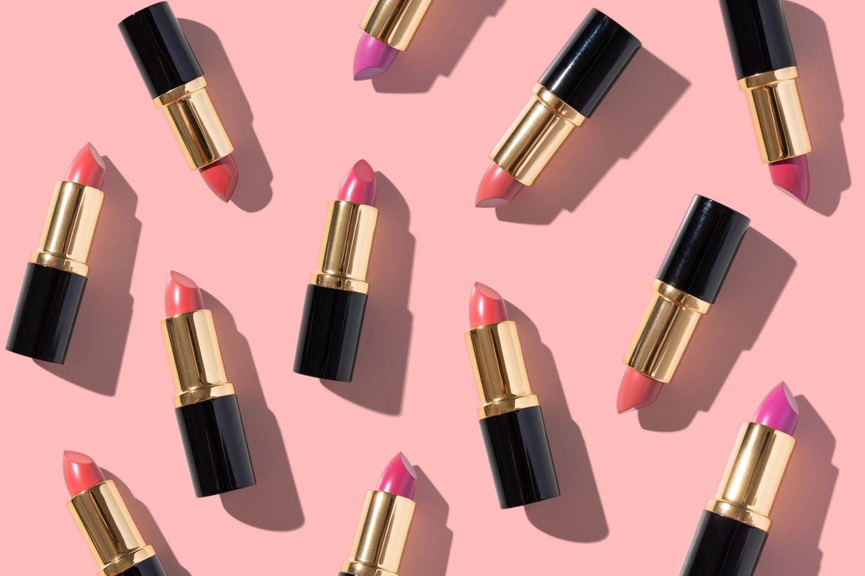 Knalliger Lippenstift im Sommer