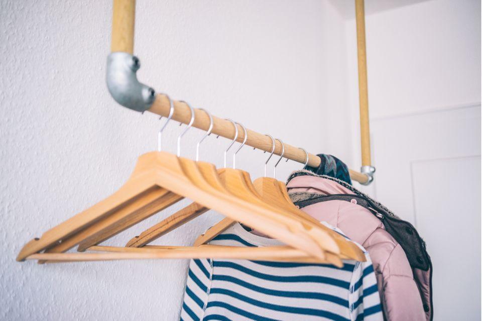 Getragene Kleidung aufbewahren: Kleiderstange
