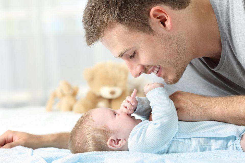 Männer bei der Geburt: Papa und Baby