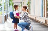 Kindern Grenzen setzen: Mutter und Tochter
