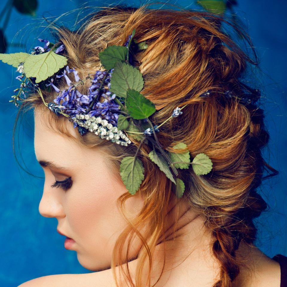 Mermaid Braid: Frau mit Flechtzopf