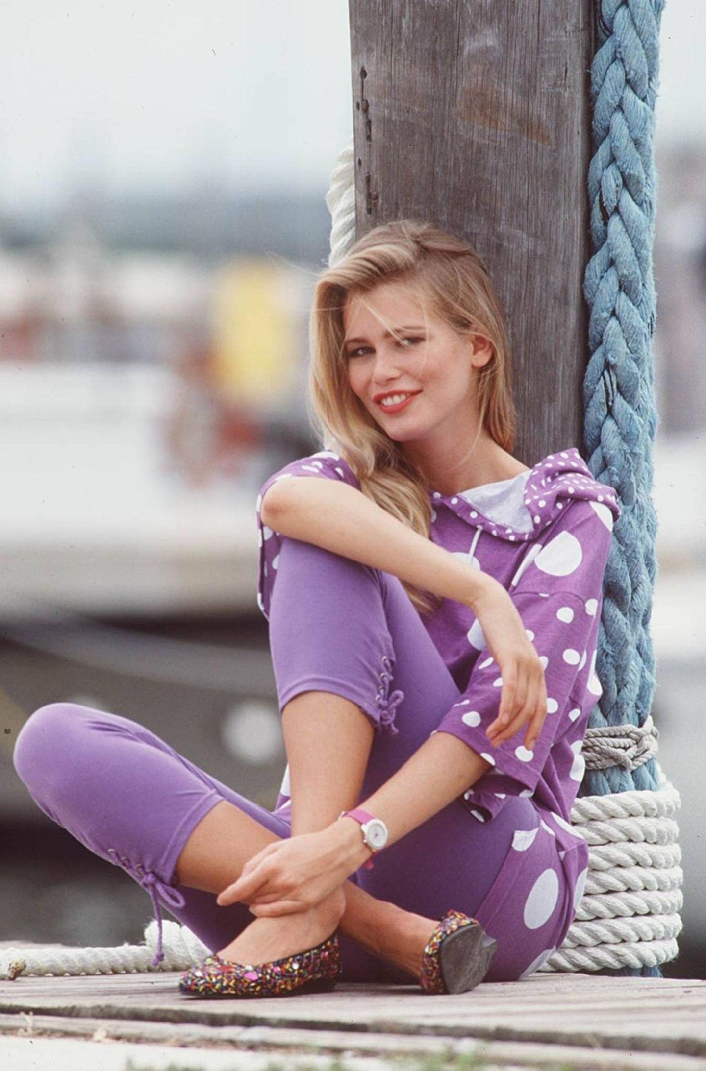Claudia Schiffer: im lila Look