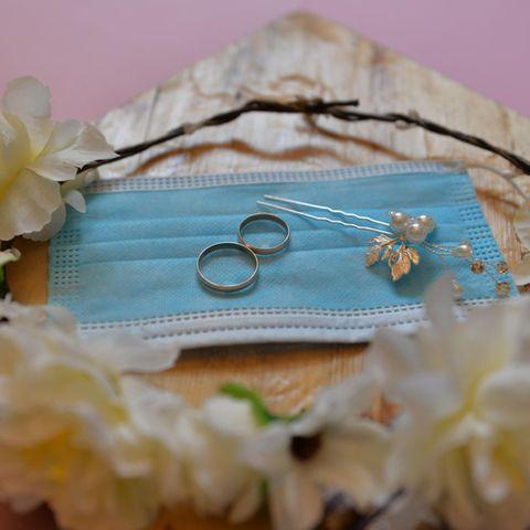 Corona-Hochzeit: Mundschutz und Ring