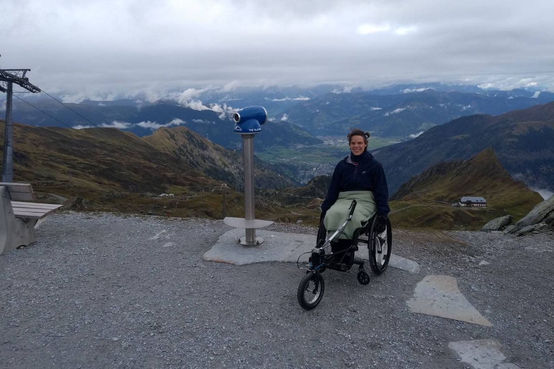 Unheilbar krank: Lamis im Rollstuhl