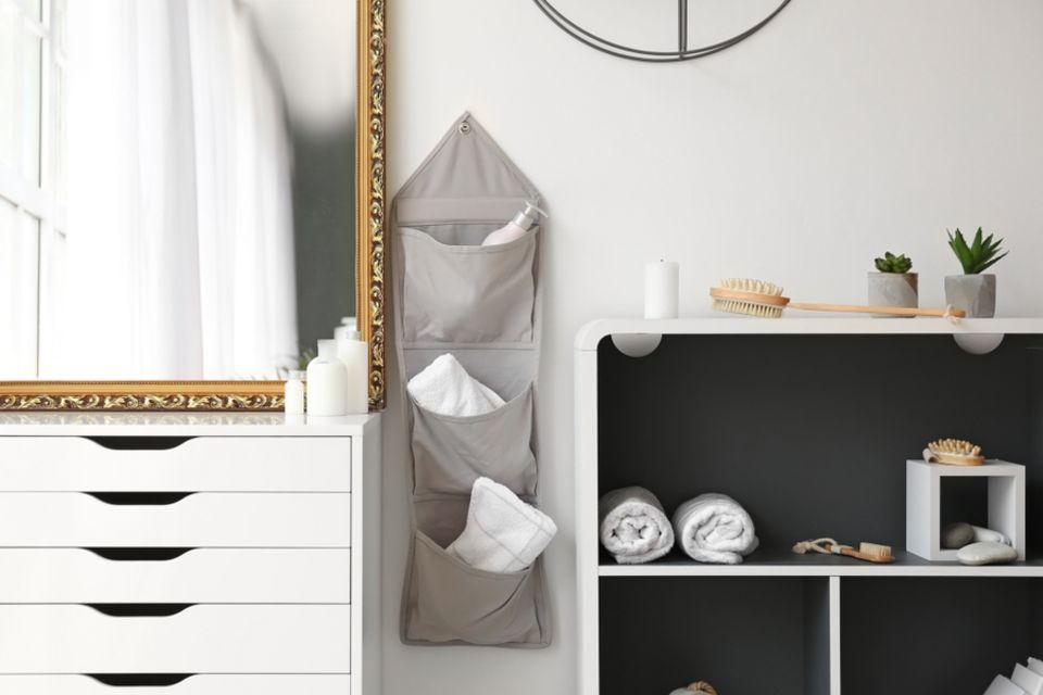 Stauraum im Bad: Hängender Wandorganizer im Badezimmer