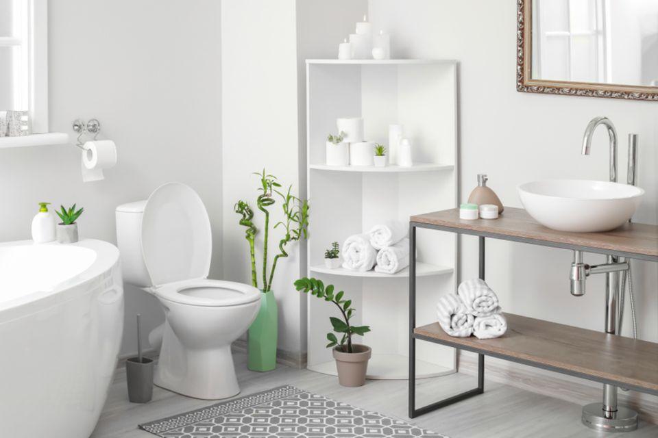 Stauraum im Bad: Eckregal im Badezimmer