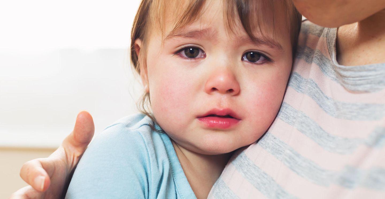 Kinderentwicklung: Kind weint