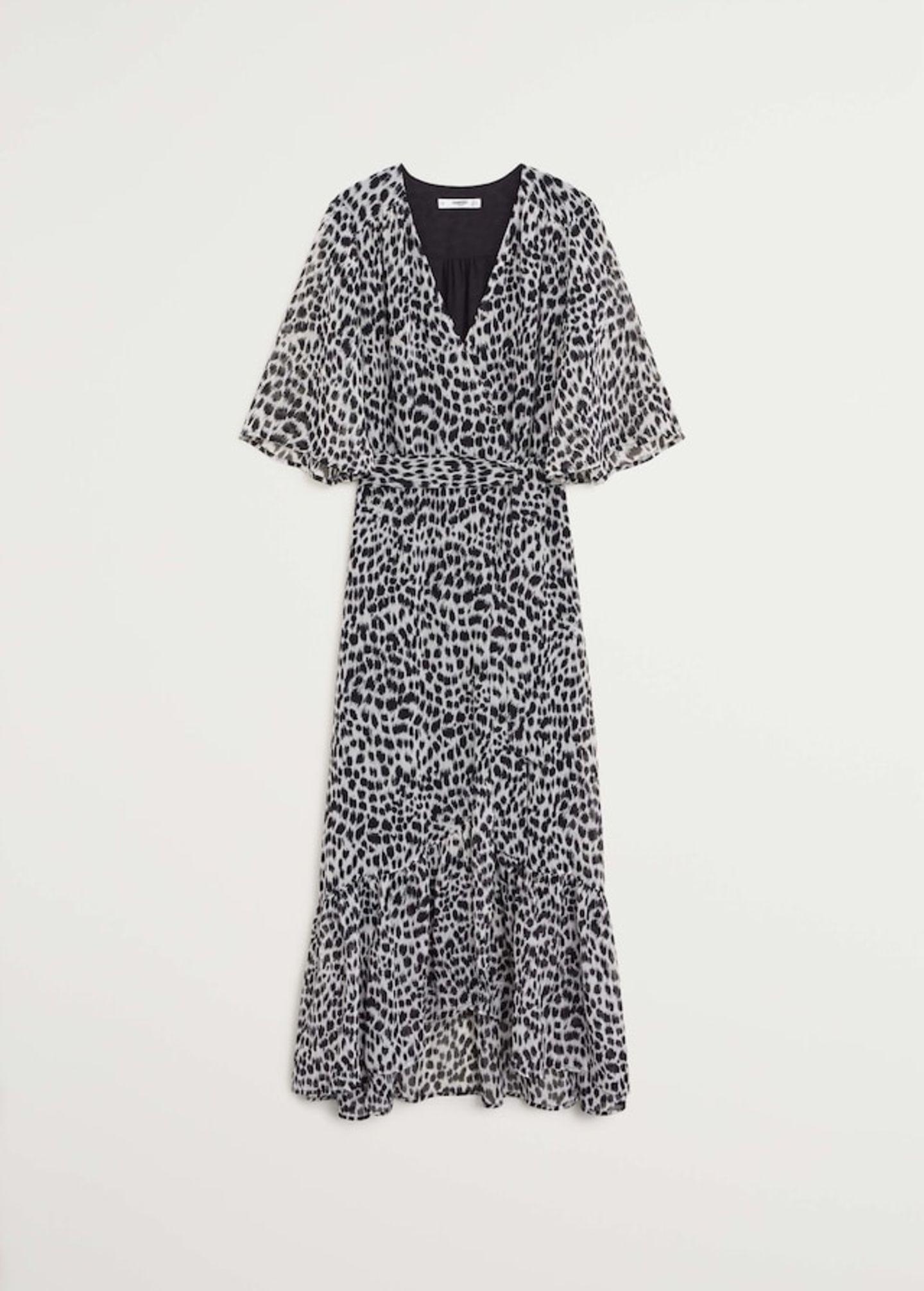 Ob Leo wohl irgendwann von der Mode-Bildfläche verschwinden wird?Wir hoffen nicht allzu bald und zumindest kommenden Herbst darf der beliebte Print noch unseren Kleiderschrank (und uns!) schmücken. Dieses Wickelkleid ist jedenfalls zu schön, um es nicht zu tragen. Von Mango, um 50 Euro.