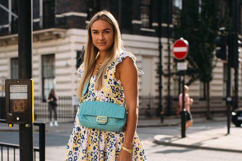 Nina Suess mit Fendi-Tasche