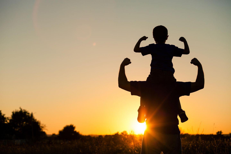 Papa mit Sohn stark
