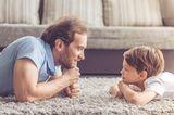 Nie versteht einen jemand? Doch, Onkel schon - vor allem in der Pubertät, wenn die Eltern komisch werden. Denn Onkel kennen Mama und Papa schon länger und wissen, wie man ihnen beikommen (oder sie austricksen) kann. Hier lernt man Männergespräche: ohne viel Worte das Richtige sagen.
