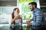 Familienleben: Paar entspannt