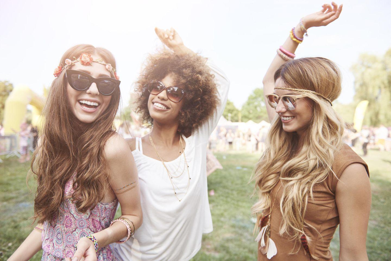 Drei Freundinnen auf einen Festival
