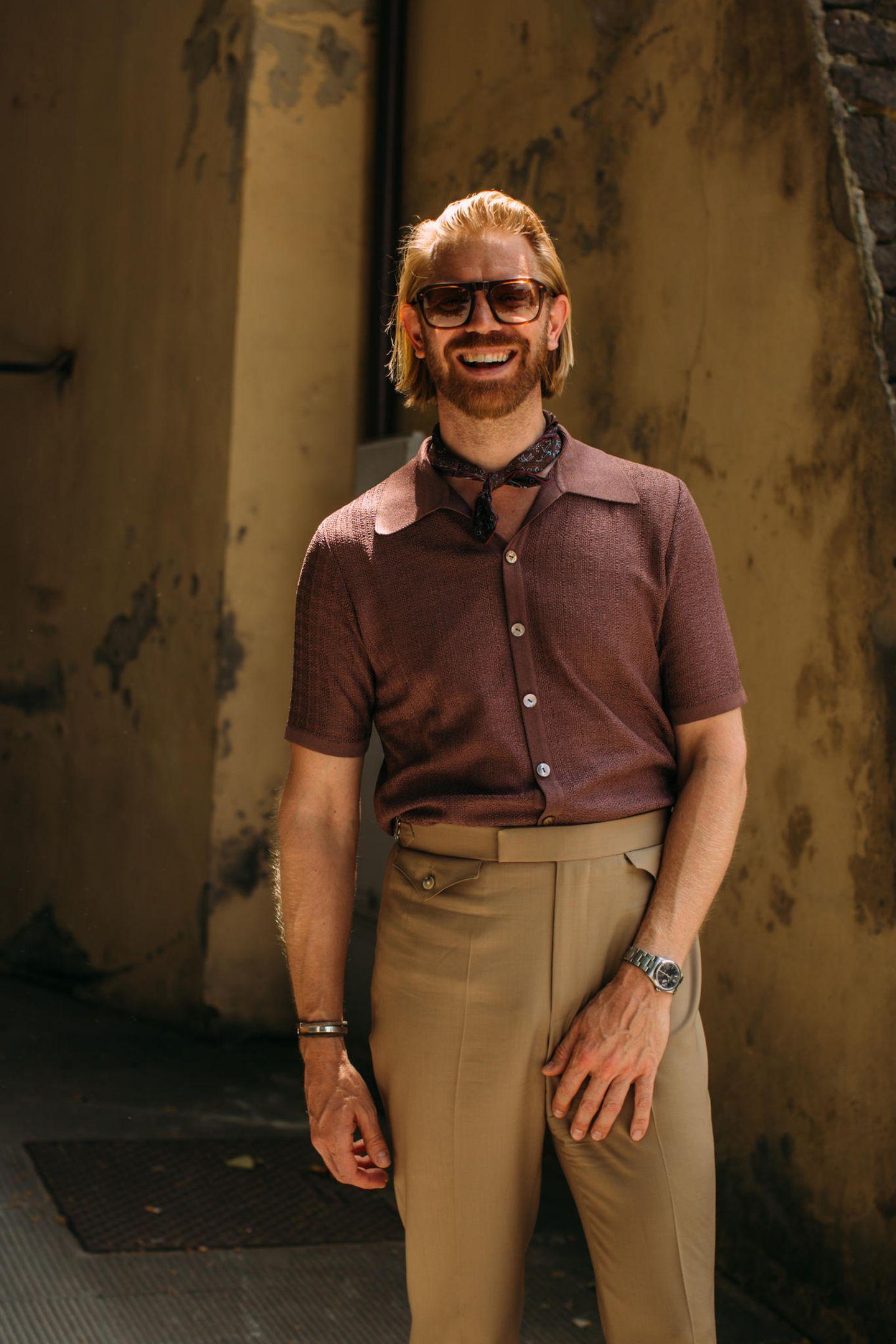 Männerfrisuren: Mann mit Bart und blonden Haaren
