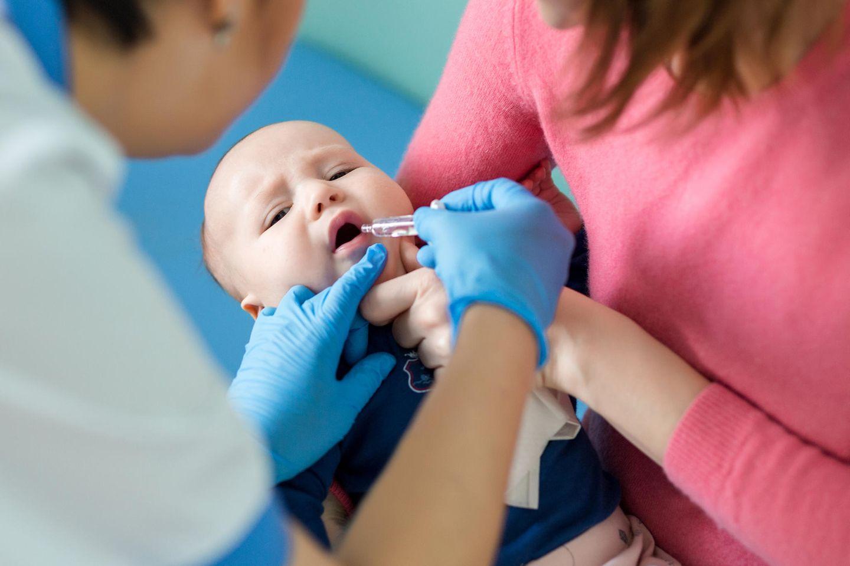 Kindergesundheit: Baby bekommt Impfung